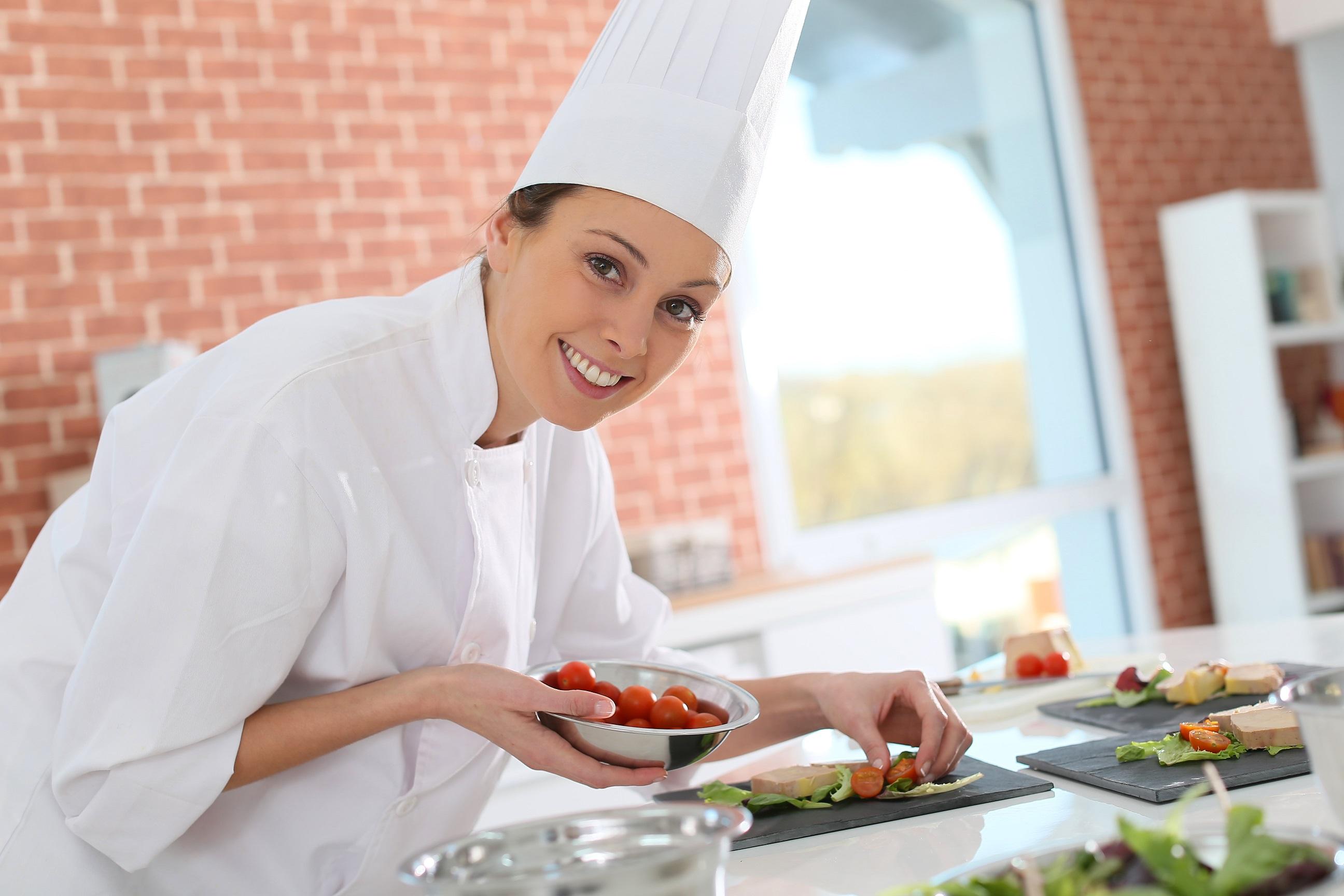 Uśmiechnięty kucharz.